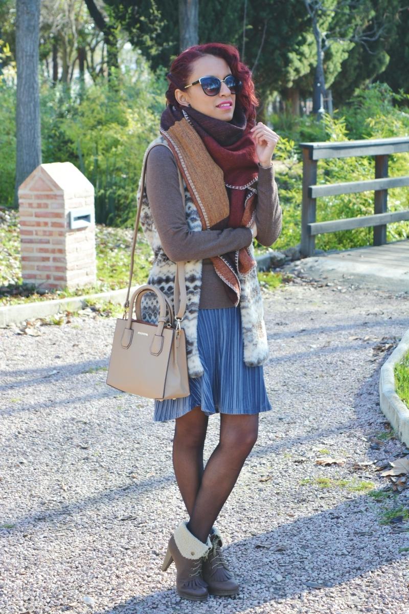 Cómo combinar una falda de terciopelo