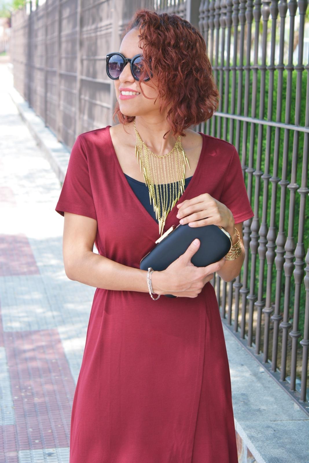 Cómo combinar un vestido rojo largo