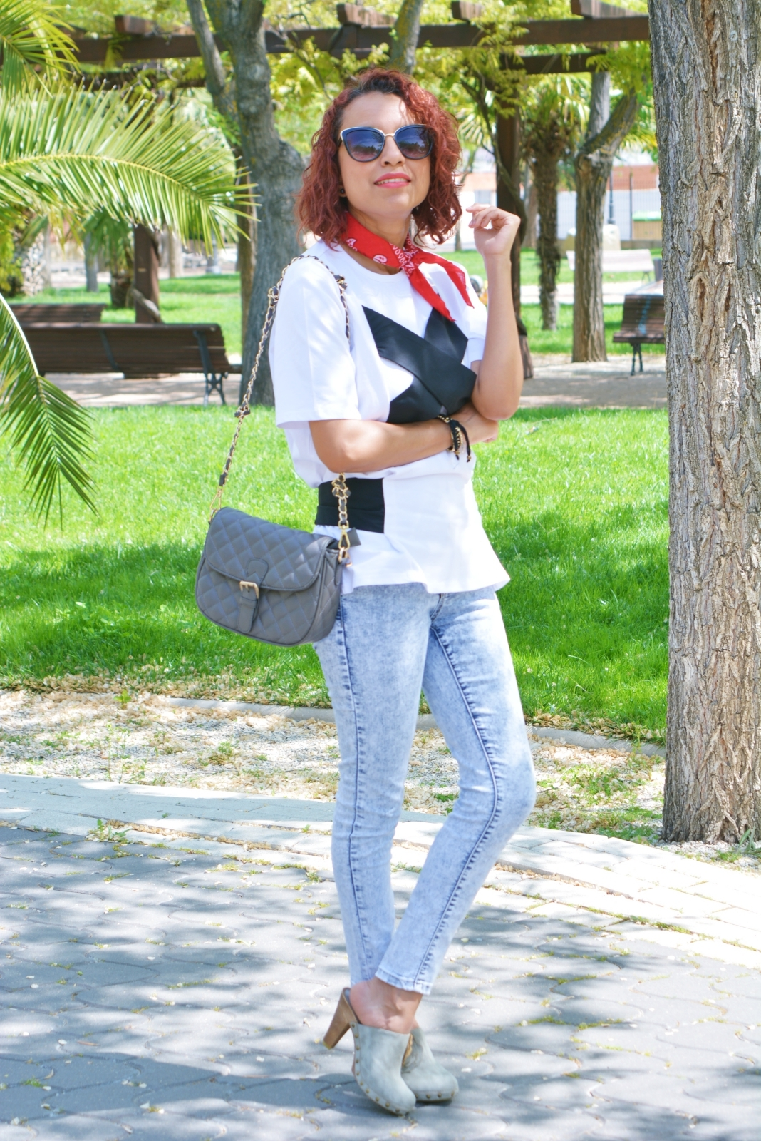 Look con zapatos destalonados