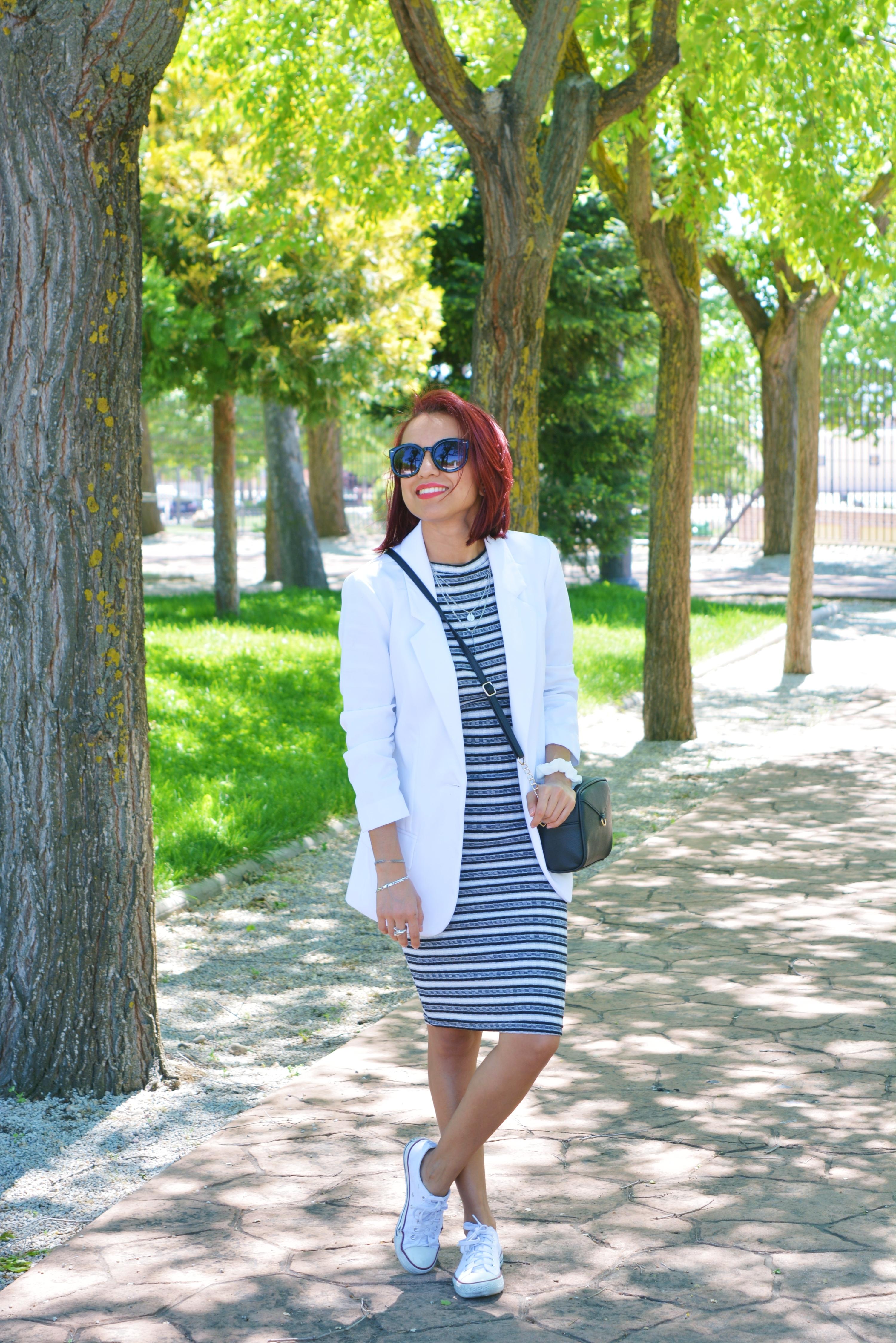 Outfit con deportivas converse blancas