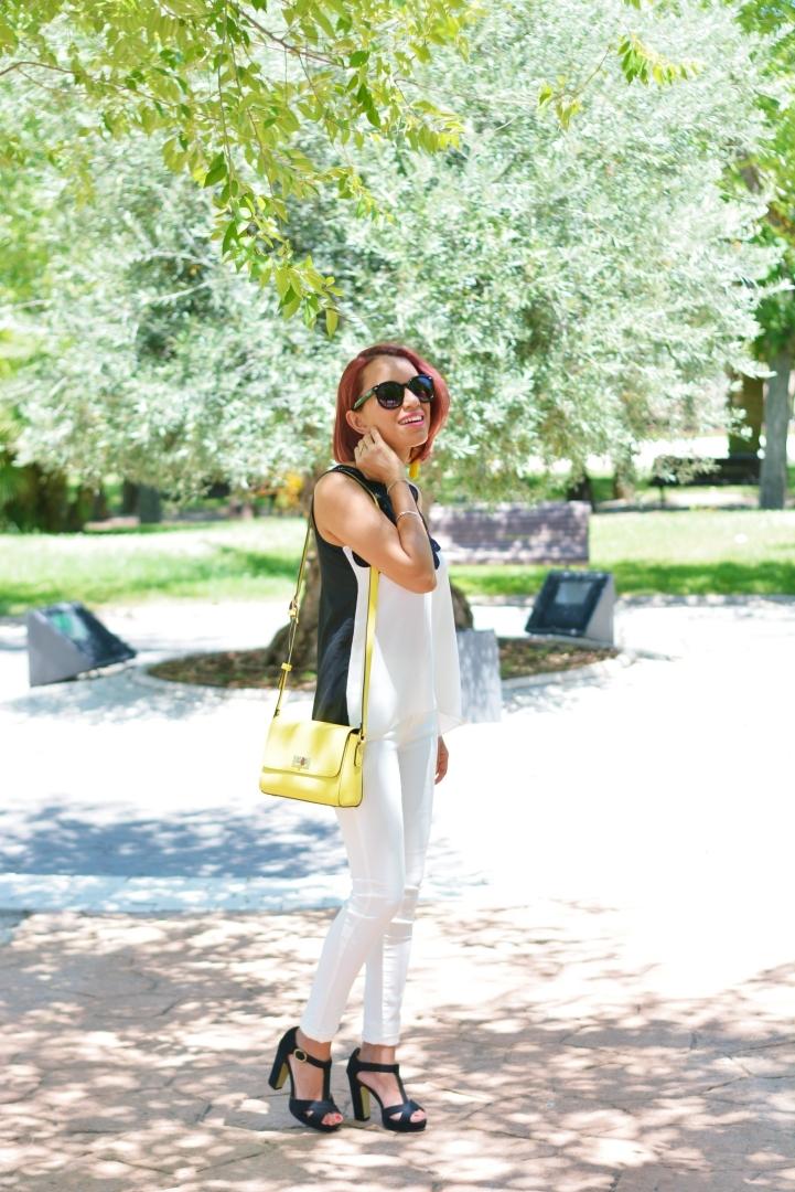 Look casual con bolso amarillo