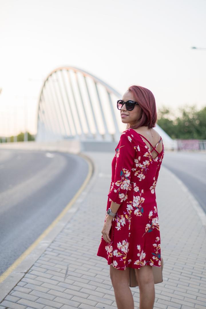 Look casual con vestido rojo