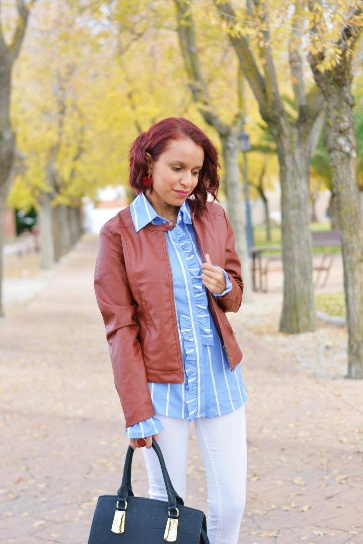 Cómo combinar una camisa de rayas en otoño