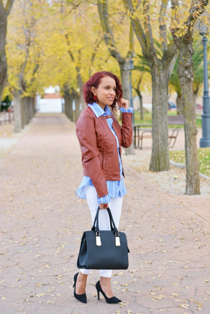 Look de otoño con camisa rayada