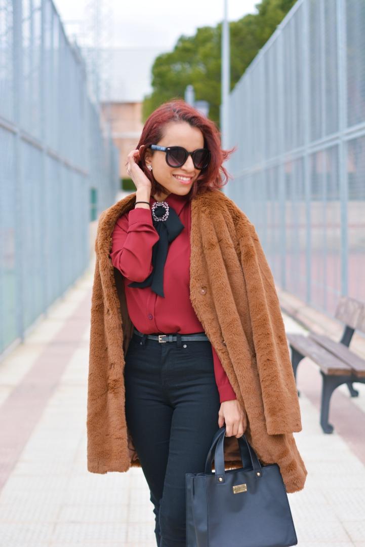 Cómo combinar un abrigo de pelo