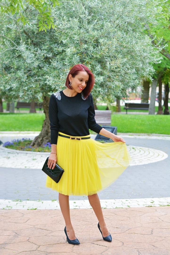 Cómo combinar una falda amarilla