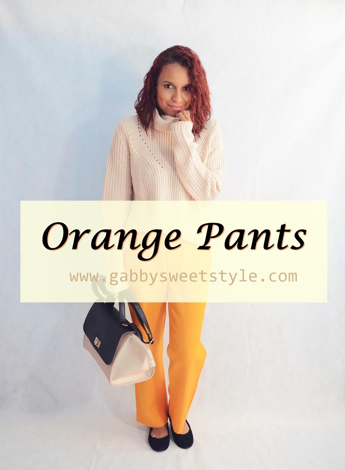 Cómo combinar un pantalón de color