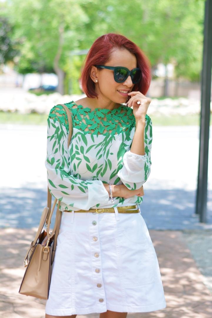 Cómo combinar una blusa con guipur