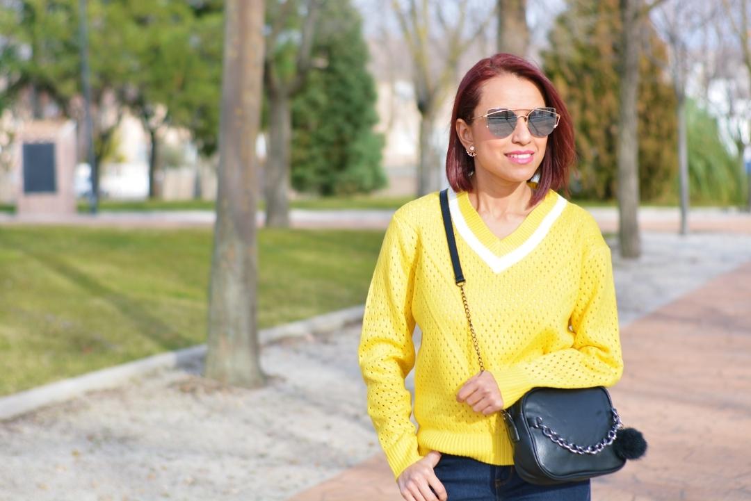 Cómo combinar un jersey amarillo